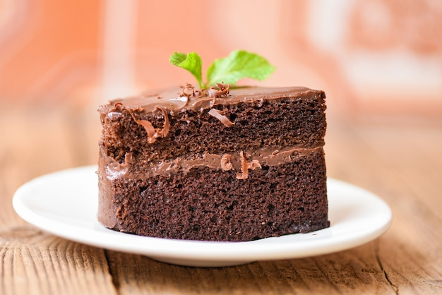Kuchen schokolade leckeres dessert auf dem tisch serviert Premium Fotos