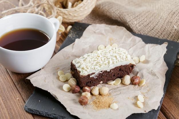 Kuchen- und teetasse zum frühstück Premium Fotos
