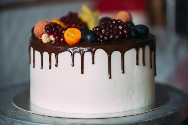 Kuchen Verziert Mit Beeren Und Schokolade Download Der Kostenlosen