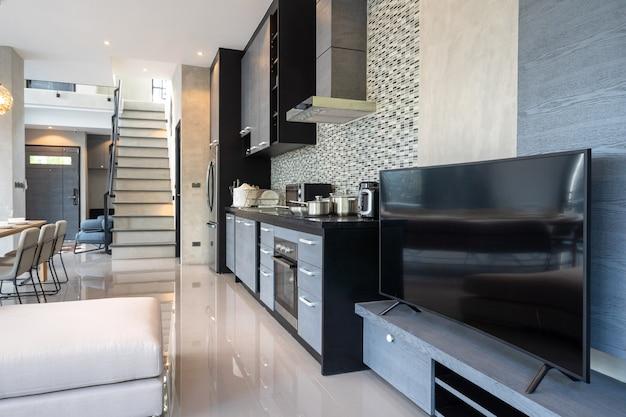 Küchengerät in einer modernen dachbodenartdekoration Premium Fotos