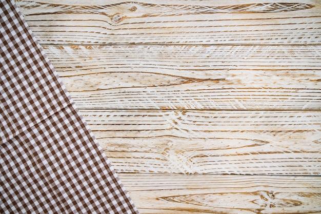Küchentuch auf hölzerner tabelle Kostenlose Fotos