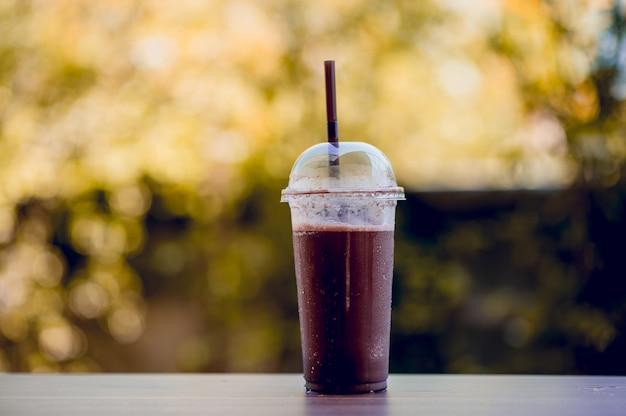 Kühle kakaobilder, gesundes lebensmittel, konzepte der gesunden ernährung mit kopienraum Premium Fotos