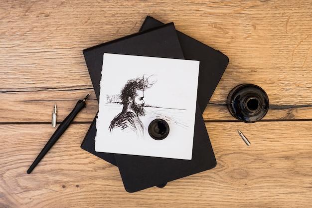 Künstlerkonzept mit notizbuch und bleistiften Kostenlose Fotos
