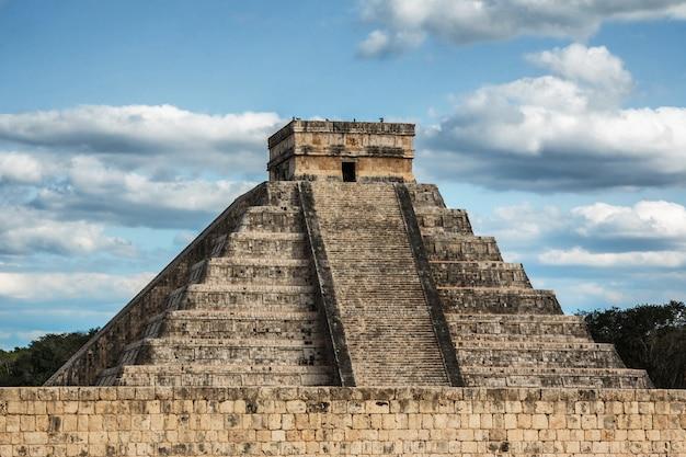 Kukulcan tempel in chichen itza Premium Fotos