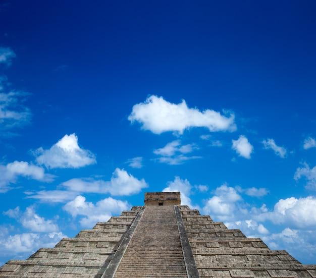 Kukulkan pyramide in chichen itza site, mexiko Premium Fotos