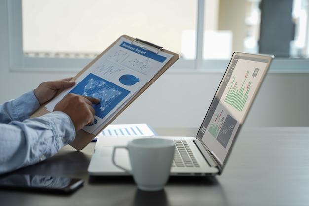 Kundenmarketing sales dashboard graphics concept business man umsatzerhöhung umsatzanteile Premium Fotos