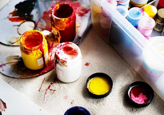 Kunstfarbe färbt ausrüstungshobbyfreizeit Premium Fotos