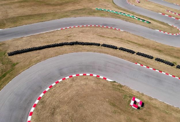 Kurven auf kart-rennstrecke Premium Fotos