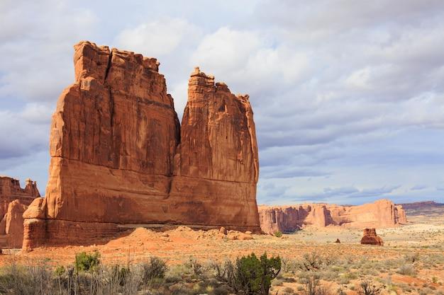 Kurvenreiche straße im arches national park. utah, usa Premium Fotos
