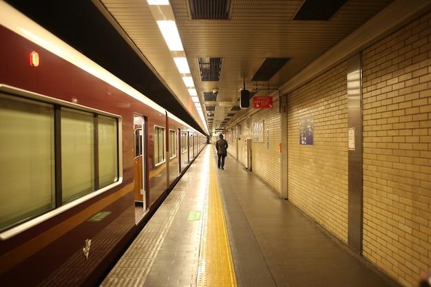Kyoto japan u-bahn-tunnel Premium Fotos