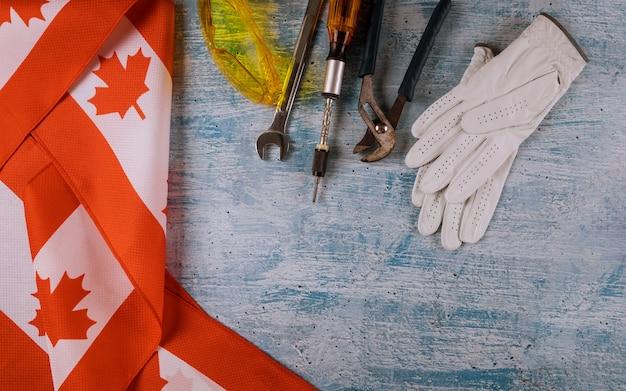Labor day a canada reparaturausrüstung und viele handliche werkzeuge. Premium Fotos