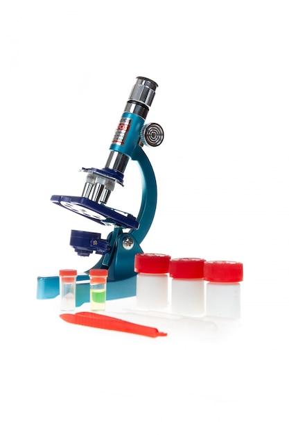 Labormikroskop und reagenzgläser Premium Fotos