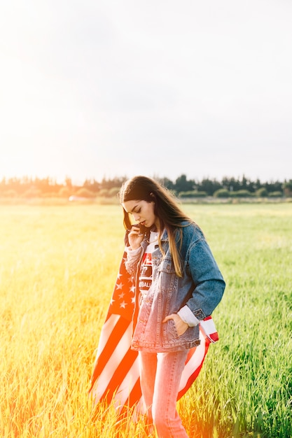 Lady in lässig im sonnenlicht bleiben Kostenlose Fotos