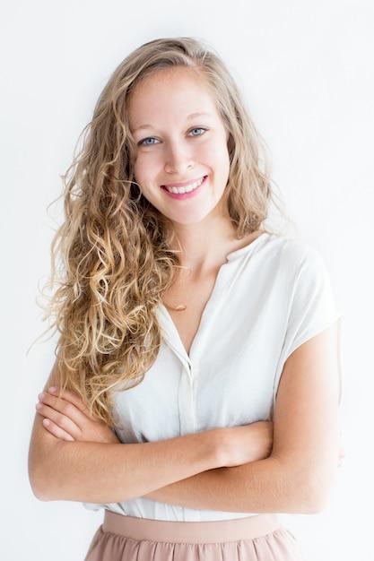 Lächelnd junge schöne fair-haired frau Kostenlose Fotos