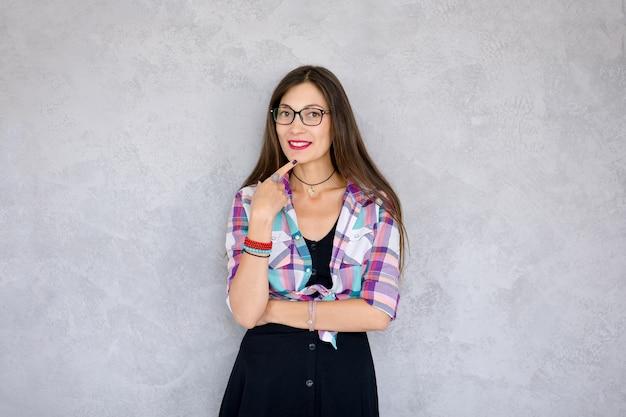 Lächelnde frau mit brille Kostenlose Fotos