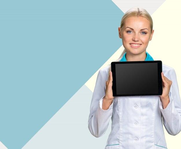 Lächelnde medizinische ärztin Premium Fotos