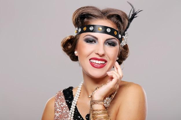 Lächelnde partyfrau Kostenlose Fotos