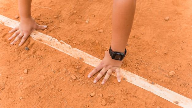Läuferfrau in ausgangsposition Kostenlose Fotos