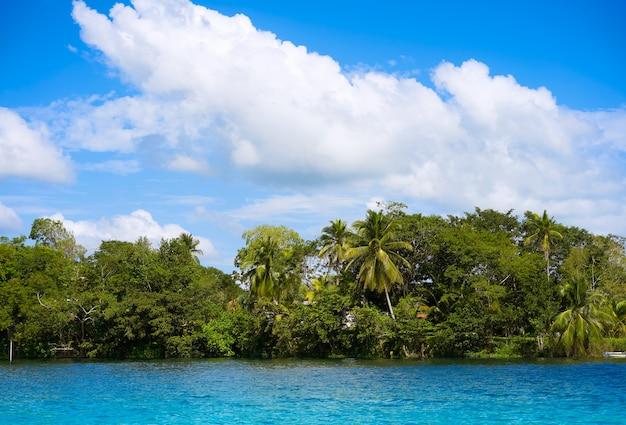 Lagune de bacalar lagune in maya mexiko Premium Fotos