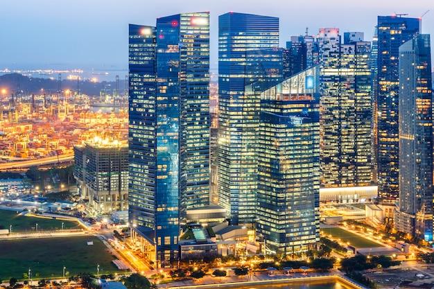 Landschaft des singapur-finanzbezirkes und des geschäftsgebäudes Premium Fotos