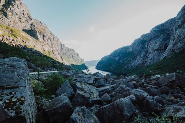 Landschaft voller felsformationen Kostenlose Fotos