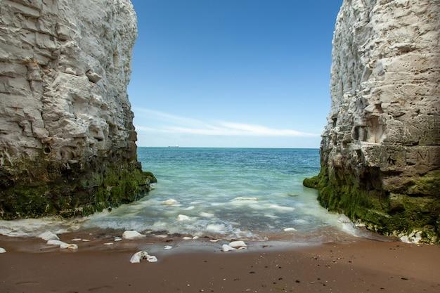 Landschaft von klippen in der nähe der stadt broadstairs in großbritannien Kostenlose Fotos