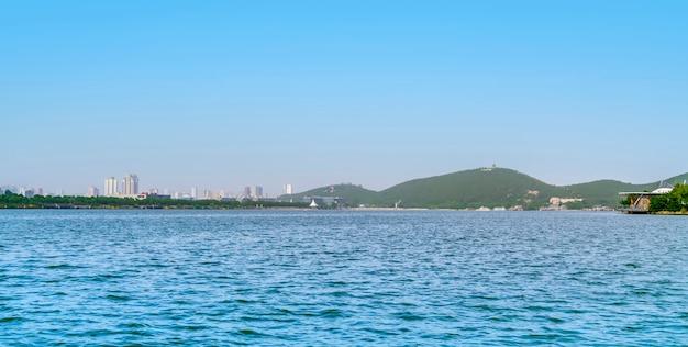 Landschaftslandschaft von yulong see in xuzhou Premium Fotos