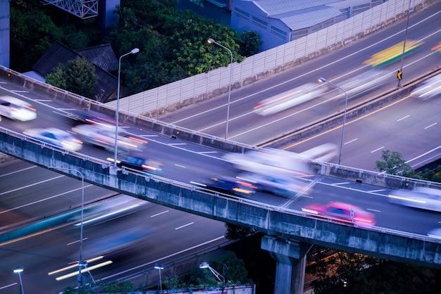 Landstraße von der draufsicht in der hauptverkehrszeit, bangkok Premium Fotos
