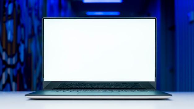 Laptop-bildschirm-vorlage mit hacking-konzept Kostenlose Fotos