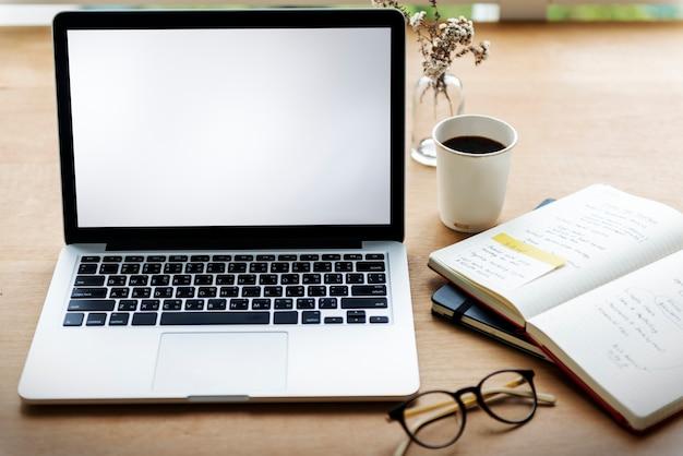 Laptop-Gerät-Gerät-Notizbuch-Leerzeichen-Konzept Kostenlose Fotos