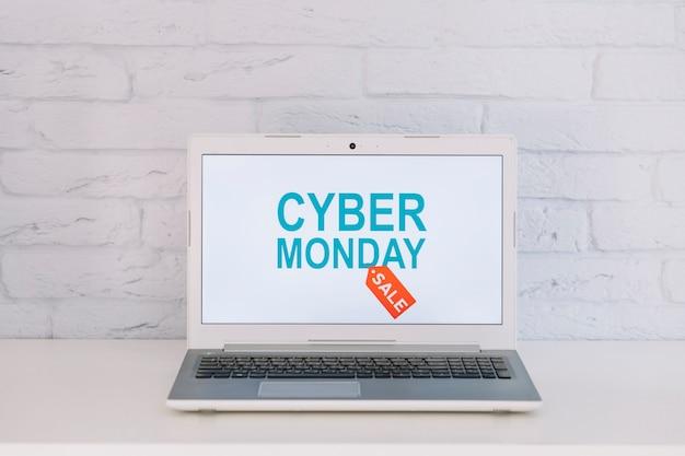 Laptop mit geöffnetem verkauf zitieren Kostenlose Fotos