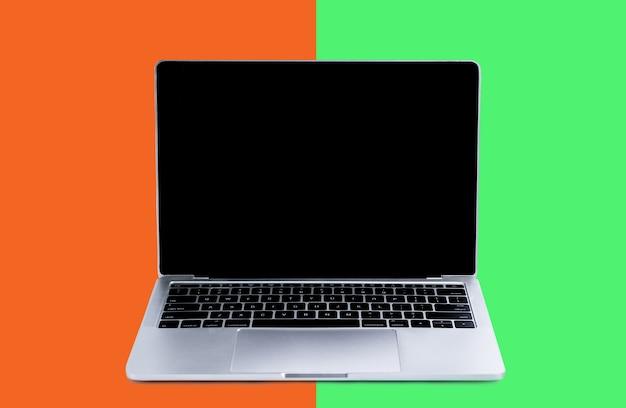 Laptop und modellbildschirm auf farbe Premium Fotos