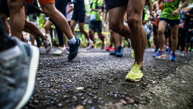 Laufende füße von läufern starten Premium Fotos