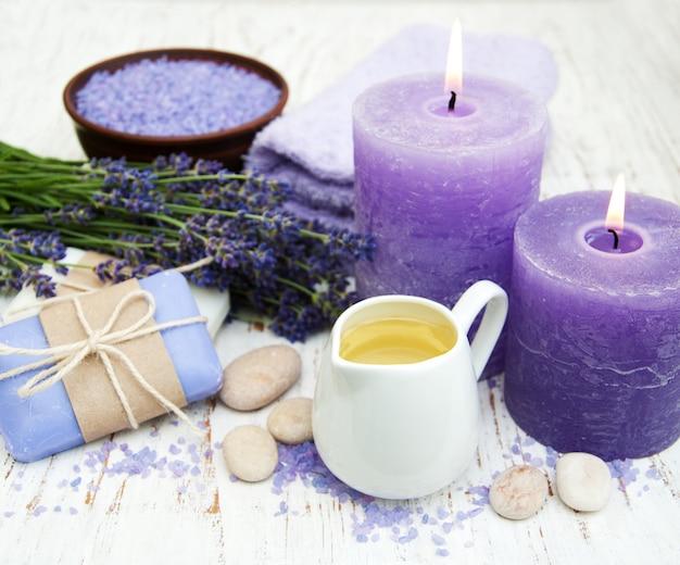 Lavendel mit ätherischem öl Premium Fotos