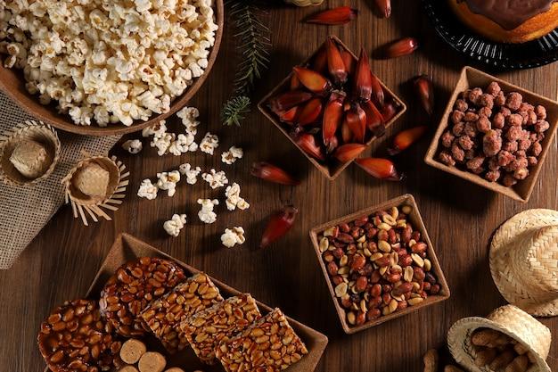 Lebensmittelgruppe von festa junina, einer typisch brasilianischen party Premium Fotos