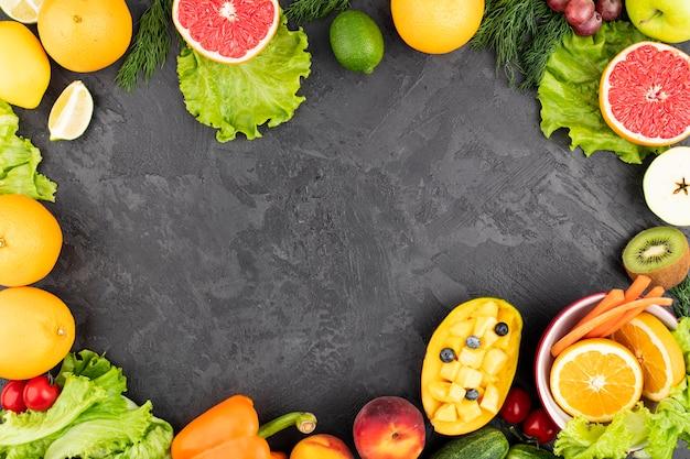 Lebensmittelrahmen mit köstlichen exotischen früchten Premium Fotos