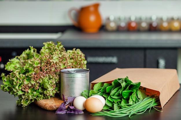Lebensmittelvorräte in der küche Premium Fotos