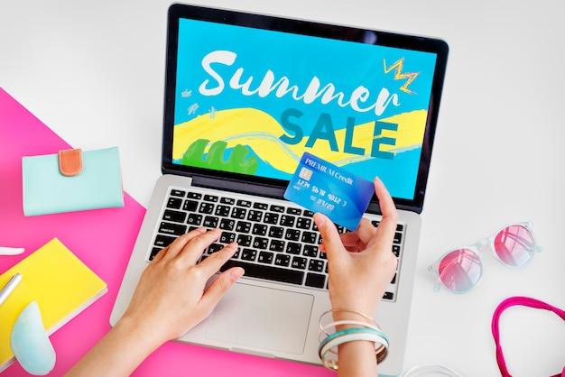 Lebensstil-minimalistisches weiblichkeit e-einkaufen konzept Kostenlose Fotos