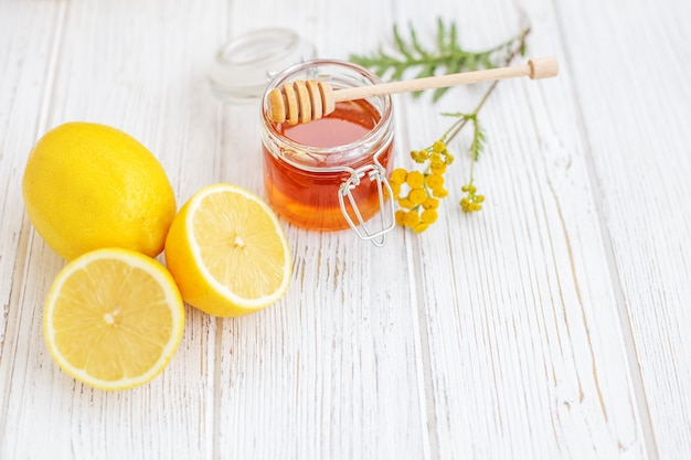 Lecker nützliche zitronen. vitamin c. Premium Fotos