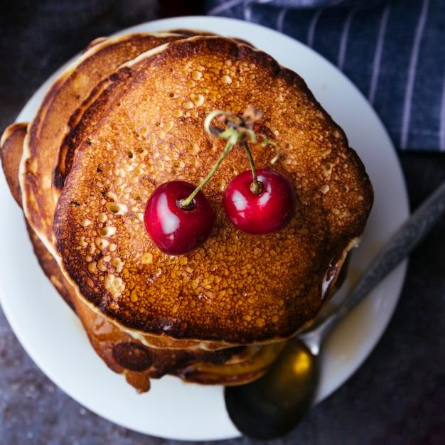 Leckere amerikanische pfannkuchen mit honig Kostenlose Fotos