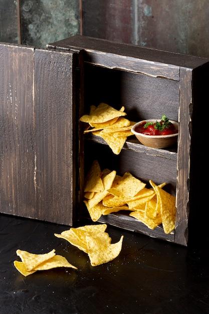 Leckere corn-chips und genießen sie im schrank Kostenlose Fotos