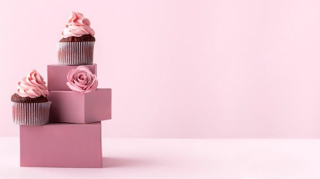 Leckere cupcakes mit platz zum kopieren Kostenlose Fotos