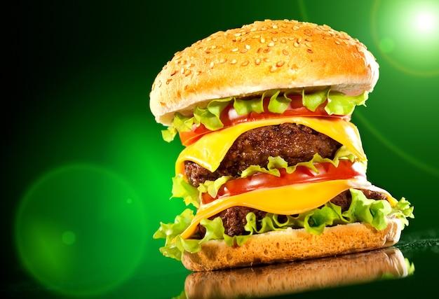Leckere hamburger und pommes Premium Fotos