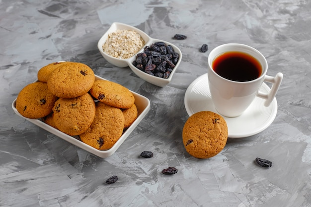 Leckere kekse mit rosinen und haferflocken, draufsicht Kostenlose Fotos