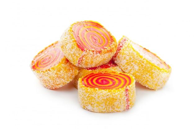 Leckere orientalische süßigkeiten isoliert Premium Fotos