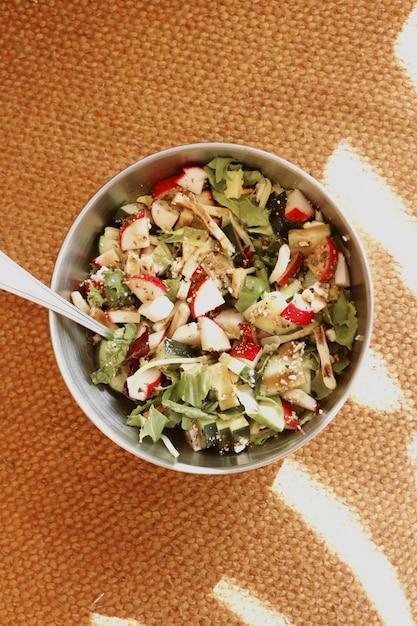 Leckere schüssel salat Kostenlose Fotos