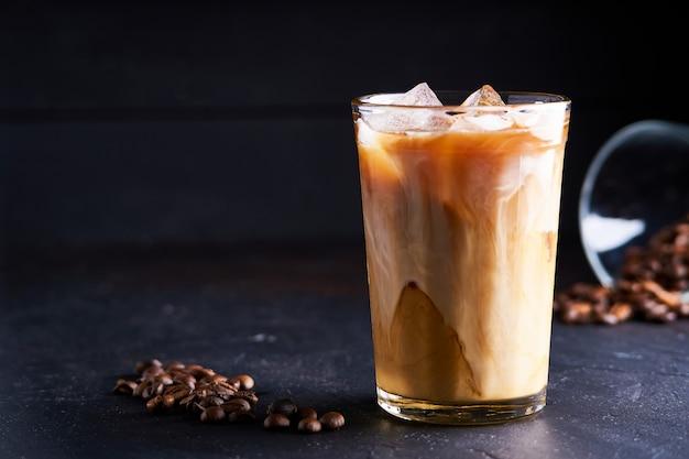 Leckerer eiskaffee mit milch Premium Fotos