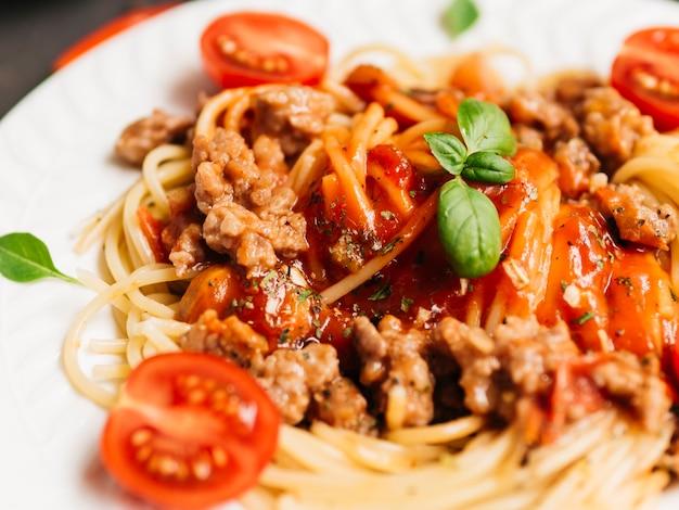 Leckerer teller pasta bolognese Kostenlose Fotos