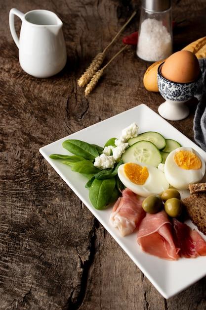 Leckeres gemüse und eier zum frühstück Kostenlose Fotos