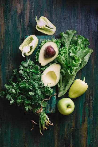 Leckeres grünes sortiment für einen gesunden snack Kostenlose Fotos
